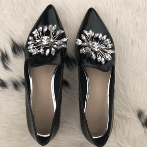 Patent loafer with crystallized brooch